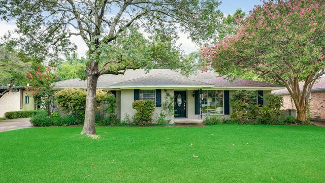 Photo 1 of 28 - 10222 Vinemont St, Dallas, TX 75218