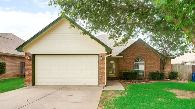 Photo 1 of 29 - 5904 Hillglen Dr, Watauga, TX 76148