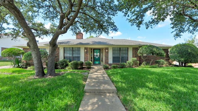 Photo 1 of 27 - 324 Baker Dr, Hurst, TX 76054