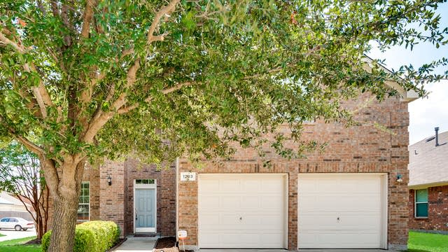Photo 1 of 31 - 1203 Clearwater Dr, Grand Prairie, TX 75052