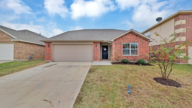 Photo 1 of 34 - 4913 Wild Oats Dr, Fort Worth, TX 76179