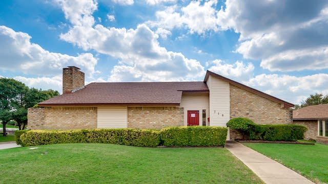 Photo 1 of 28 - 718 Cliffwood Cir, Duncanville, TX 75116