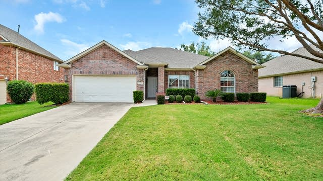 Photo 1 of 26 - 10107 Staubach Dr, Irving, TX 75063