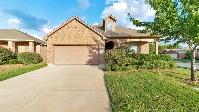 Photo 1 of 31 - 6700 Thaxton Trl, Fort Worth, TX 76137