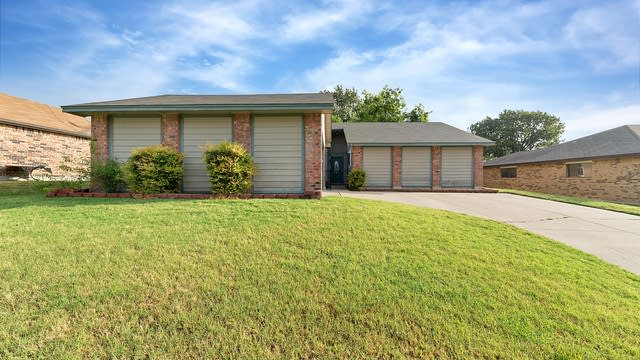 Photo 1 of 26 - 10228 Powder Horn Rd, Fort Worth, TX 76108