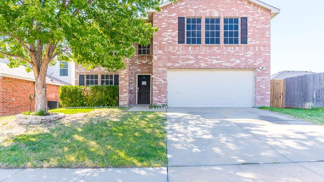 Photo 1 of 38 - 5637 Ainsdale Dr, Fort Worth, TX 76135
