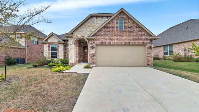 Photo 1 of 28 - 3408 Glen Crest Ln, Denton, TX 76208