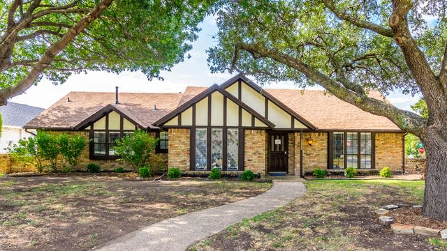 Photo 1 of 34 - 2836 Knollwood Dr, Plano, TX 75075