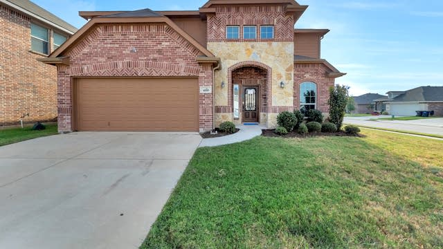 Photo 1 of 32 - 400 Stone Crossing Ln, Fort Worth, TX 76140