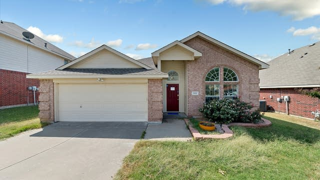Photo 1 of 25 - 8400 Summer Park Dr, Fort Worth, TX 76123