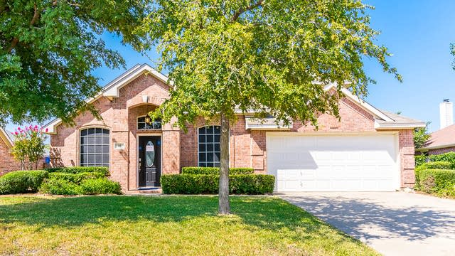 Photo 1 of 32 - 15 Mary Lou Ct, Mansfield, TX 76063