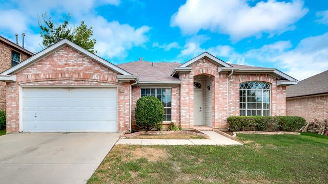Photo 1 of 29 - 1003 Bonanza Dr, Arlington, TX 76001
