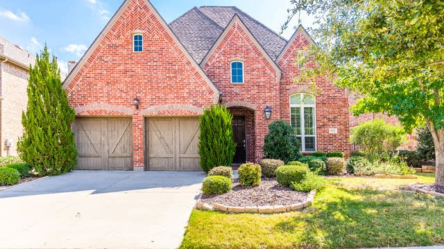 Photo 1 of 34 - 8921 Cypress Creek Rd, Lantana, TX 76226