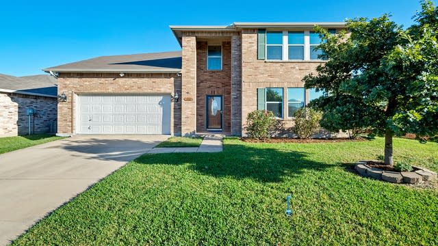 Photo 1 of 35 - 100 Queen Annes Dr, Burleson, TX 76028