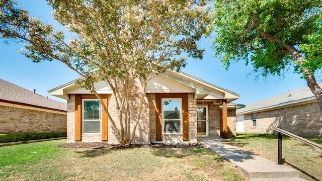 Photo 1 of 30 - 301 Conger Dr, Mesquite, TX 75149