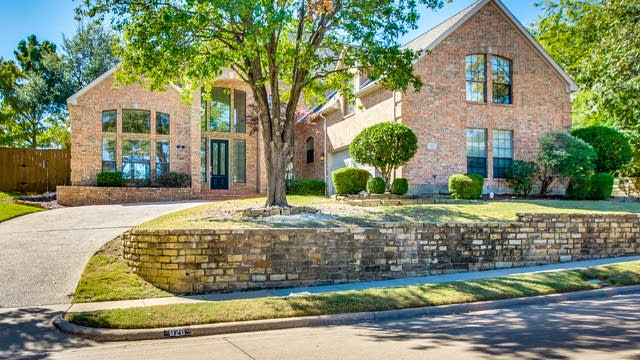Photo 1 of 38 - 828 Hills Creek Dr, McKinney, TX 75070