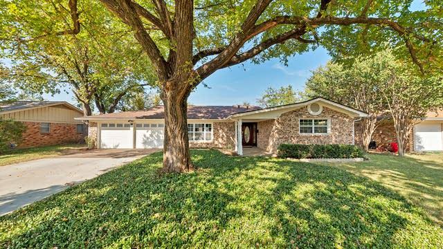 Photo 1 of 30 - 6741 Corona Dr, North Richland Hills, TX 76180