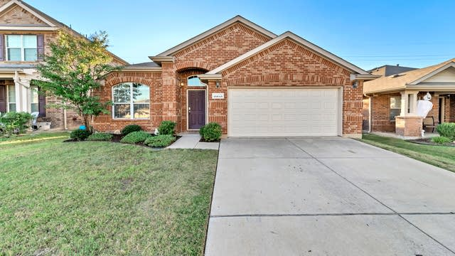 Photo 1 of 29 - 15645 Landing Creek Ln, Roanoke, TX 76262