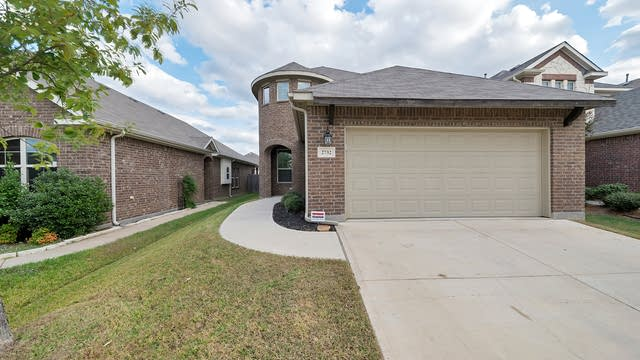 Photo 1 of 33 - 2732 Bretton Wood Dr, Fort Worth, TX 76244