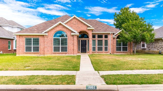 Photo 1 of 28 - 1661 Glenmore Dr, Lewisville, TX 75077