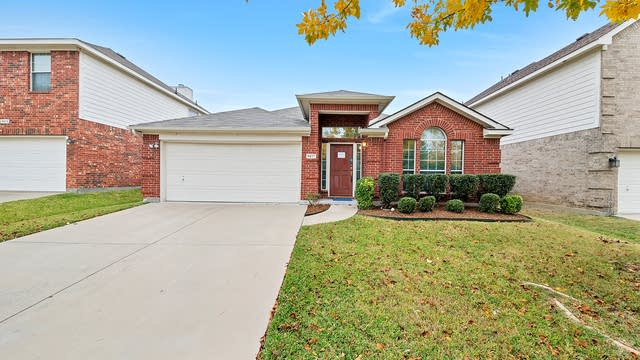 Photo 1 of 30 - 8217 Cedarcrest Ln, Fort Worth, TX 76123