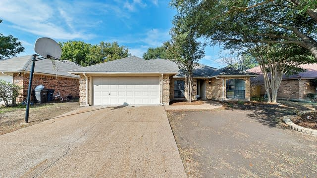 Photo 1 of 24 - 1848 Kings Canyon Cir, Fort Worth, TX 76134