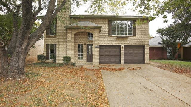 Photo 1 of 27 - 8533 Mystic Trl, Fort Worth, TX 76118