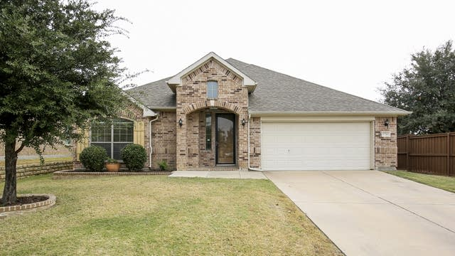 Photo 1 of 30 - 9700 McFarring Dr, Fort Worth, TX 76244