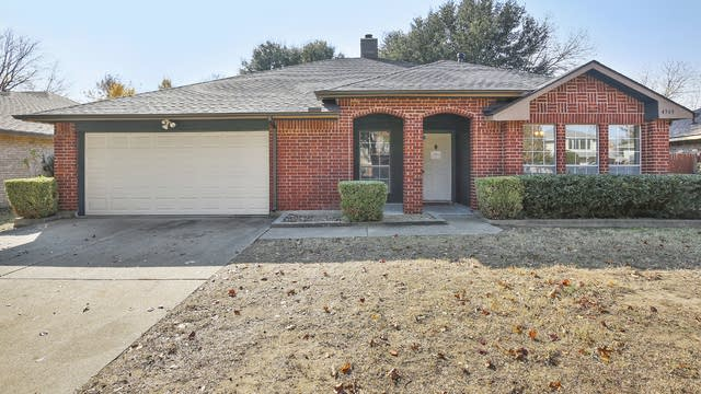 Photo 1 of 26 - 4949 Oak Hollow Dr, Grand Prairie, TX 75052