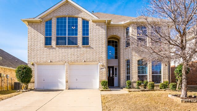 Photo 1 of 35 - 9945 Appletree Way, Fort Worth, TX 76244
