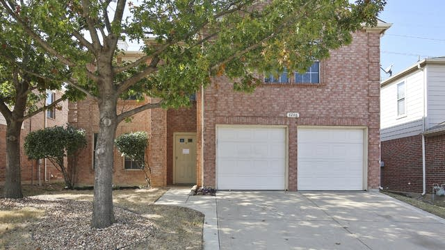 Photo 1 of 28 - 1216 Cheyenne Ct, Saginaw, TX 76131