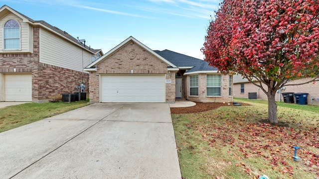 Photo 1 of 30 - 4444 Corner Brook Ln, Fort Worth, TX 76123
