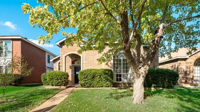 Photo 1 of 30 - 407 Essex Dr, Mesquite, TX 75149