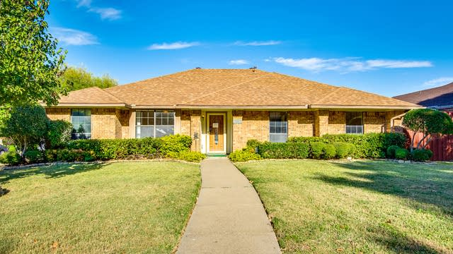 Photo 1 of 30 - 3233 Hastings St, Mesquite, TX 75149