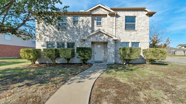 Photo 1 of 27 - 617 Skyflower Ct, DeSoto, TX 75115