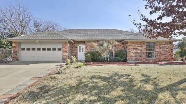 Photo 1 of 27 - 3705 Woodside Dr, Arlington, TX 76016