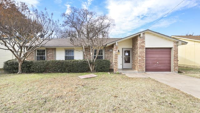 Photo 1 of 25 - 13013 Valley Forge Cir, Balch Springs, TX 75180
