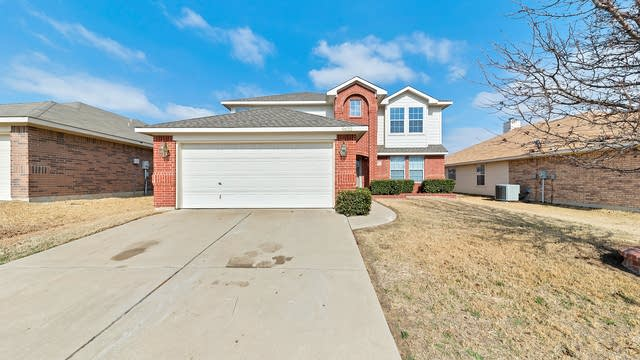 Photo 1 of 32 - 9632 Linton Dr, Fort Worth, TX 76108