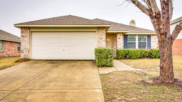 Photo 1 of 26 - 1102 Lowndes Ln, Wylie, TX 75098
