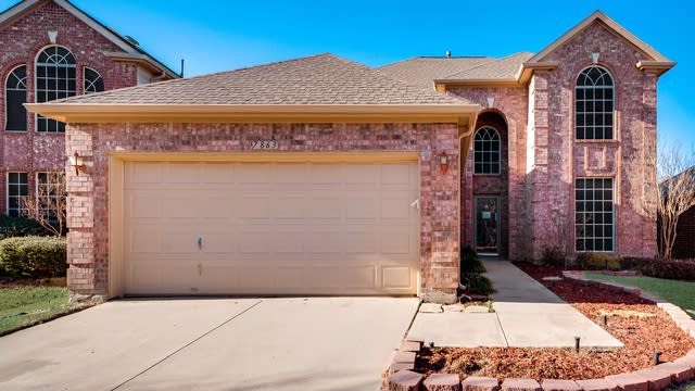 Photo 1 of 34 - 7863 Park River Ct, Fort Worth, TX 76137