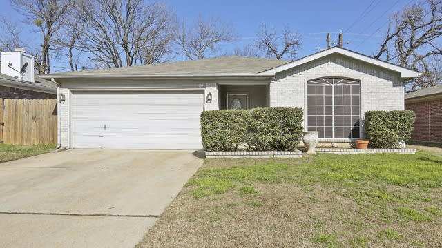 Photo 1 of 26 - 1104 Cardinal Oaks Dr, Mansfield, TX 76063