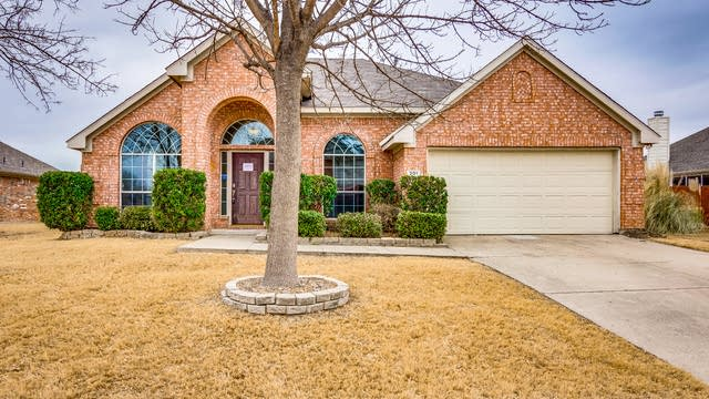 Photo 1 of 33 - 201 Goldenrain Dr, Wylie, TX 75098