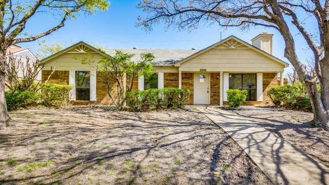 Photo 1 of 24 - 2806 Geneva Dr, Garland, TX 75040