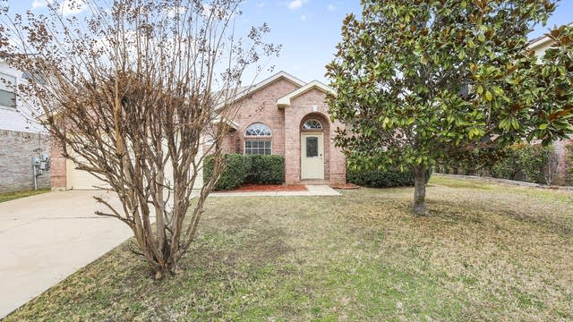 Photo 1 of 25 - 7606 Rochester Ln, Arlington, TX 76002