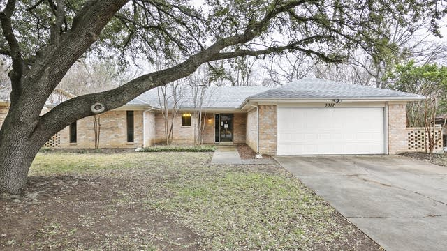 Photo 1 of 27 - 3317 Ashford Ave, Fort Worth, TX 76133
