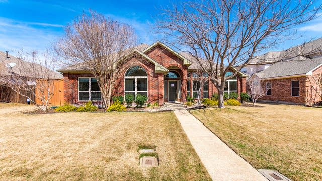 Photo 1 of 29 - 1605 Glenmore Dr, Lewisville, TX 75077
