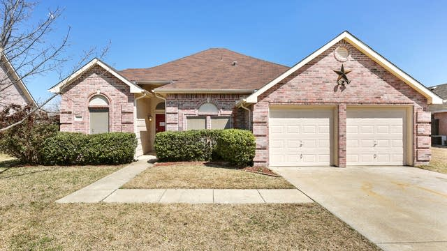 Photo 1 of 24 - 204 Larkspur Dr, Forney, TX 75126
