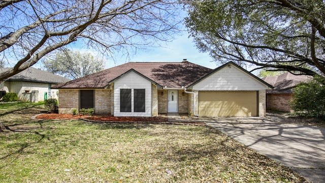 Photo 1 of 26 - 1329 Blanco Ct, Benbrook, TX 76126