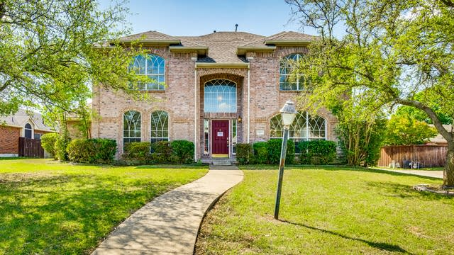 Photo 1 of 31 - 2423 Timbertrace Ln, Mesquite, TX 75181