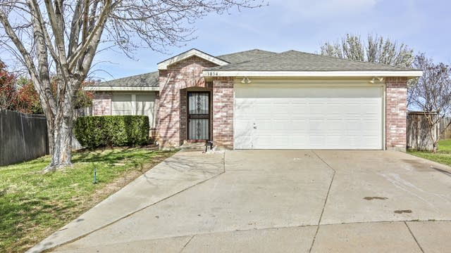 Photo 1 of 28 - 3854 Steeplechase Dr, Fort Worth, TX 76123